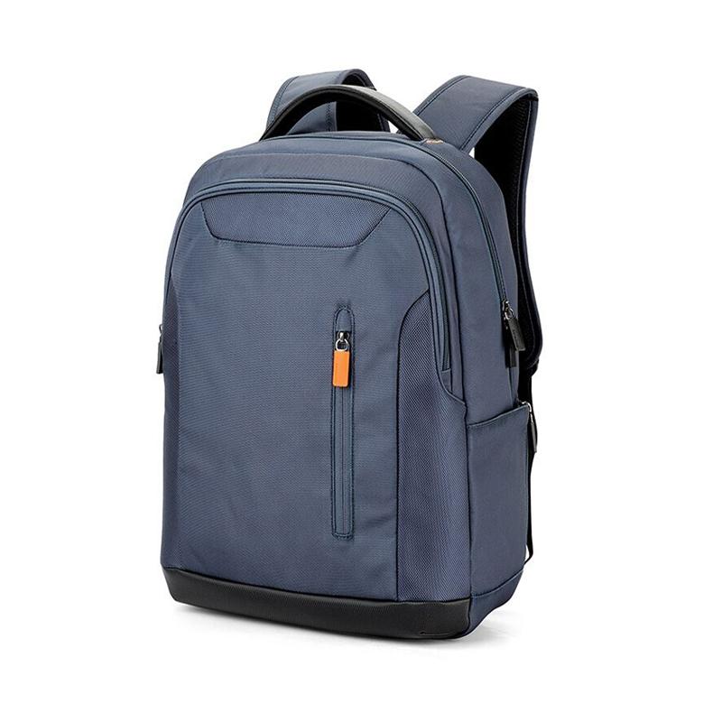 淡蓝色背包